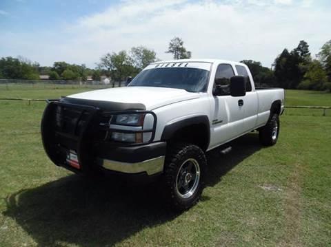 2006 Chevrolet Silverado 2500HD for sale at LA PULGA DE AUTOS in Dallas TX