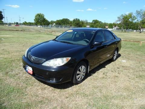 2005 Toyota Camry for sale at LA PULGA DE AUTOS in Dallas TX