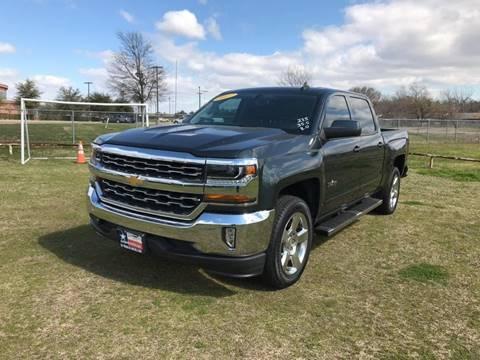2017 Chevrolet Silverado 1500 LT for sale at LA PULGA DE AUTOS in Dallas TX