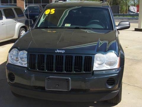 2005 Jeep Grand Cherokee for sale at RODRIGUEZ MOTORS LLC in Fredericksburg VA