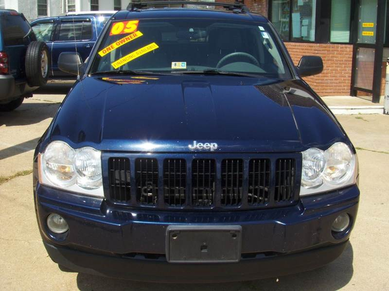2005 Jeep Grand Cherokee for sale at RODRIGUEZ MOTORS LLC in Fredericksburg VA
