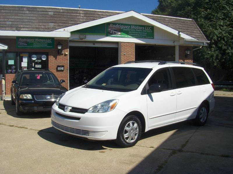 2005 Toyota Sienna for sale at RODRIGUEZ MOTORS LLC in Fredericksburg VA