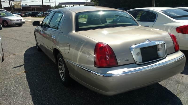 2001 Lincoln Town Car Signature 4dr Sedan - Hickory NC