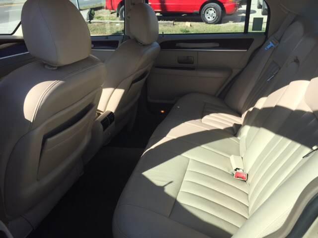 2005 Lincoln Town Car Signature 4dr Sedan - Deland FL