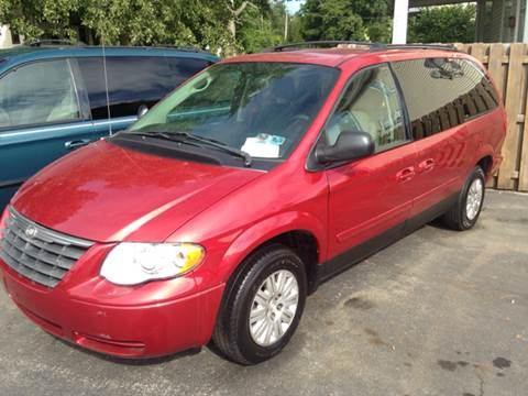 2005 Chrysler Town and Country for sale in Lisbon, OH