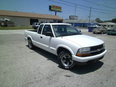 2003 Chevrolet S-10 for sale at VICTORY LANE AUTO SALES in Port Richey FL