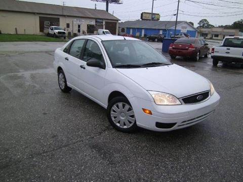 2005 Ford Focus for sale at VICTORY LANE AUTO SALES in Port Richey FL
