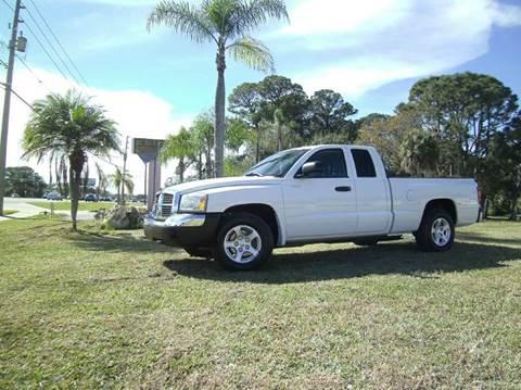 2005 Dodge Dakota for sale at VICTORY LANE AUTO SALES in Port Richey FL