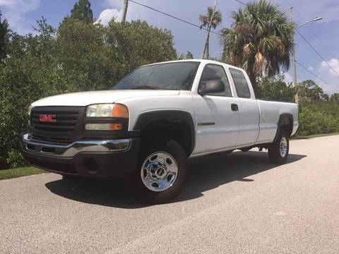 2007 GMC Sierra 2500HD Classic for sale at VICTORY LANE AUTO SALES in Port Richey FL