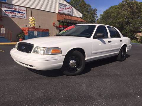 2008 Ford Crown Victoria for sale at VICTORY LANE AUTO SALES in Port Richey FL