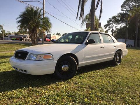 2009 Ford Crown Victoria for sale at VICTORY LANE AUTO SALES in Port Richey FL