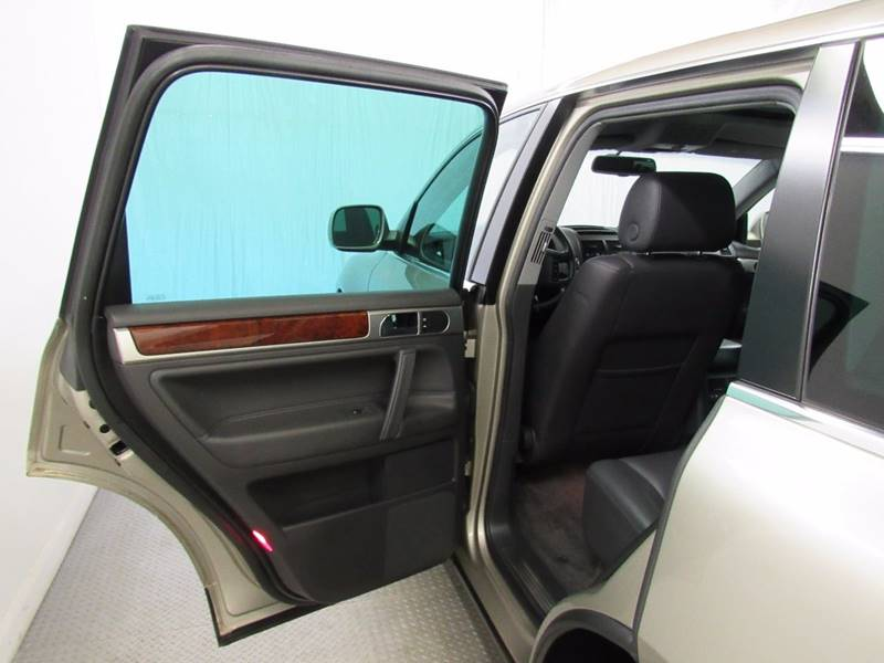 2005 Volkswagen Touareg for sale at Premier Automotive Group in Milford OH