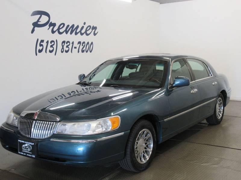 2001 Lincoln Town Car Signature In Milford Oh Premier Automotive