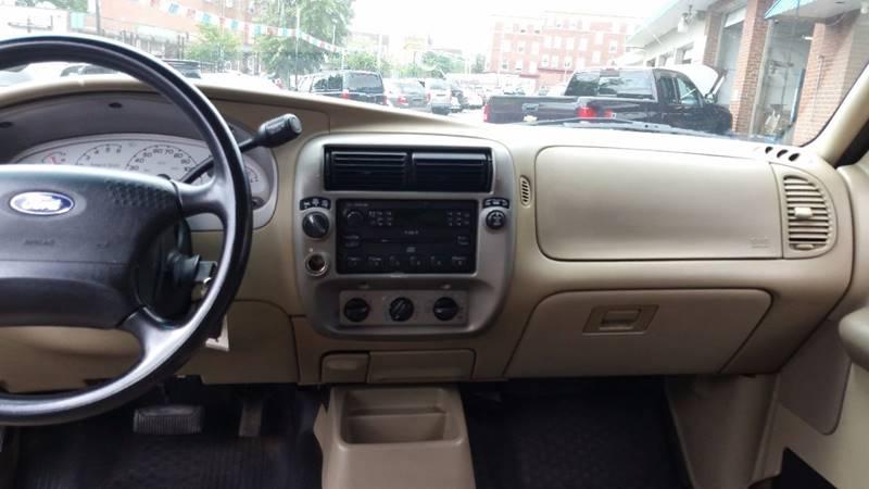 2004 Ford Explorer Sport Trac 4dr XLS 4WD Crew Cab SB - Holyoke MA