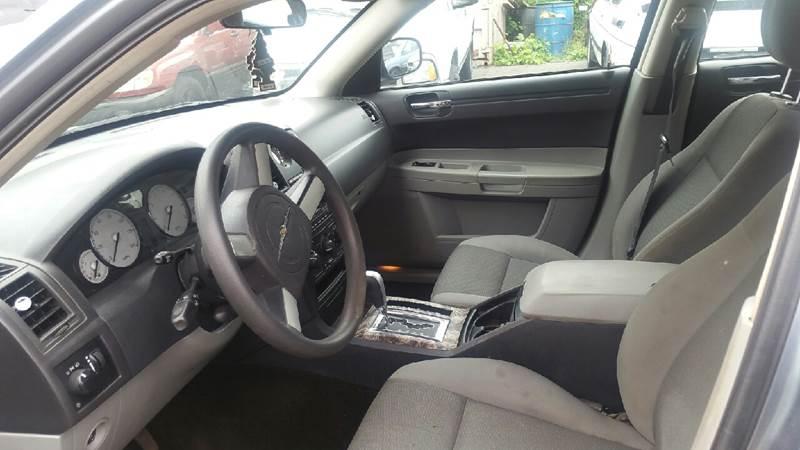 2006 Chrysler 300 4dr Sedan - Holyoke MA