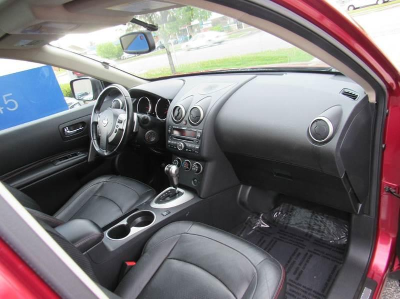 2009 Nissan Rogue for sale at Auto House Motors in Downers Grove IL