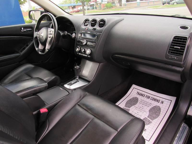 2008 Nissan Altima for sale at Auto House Motors in Downers Grove IL