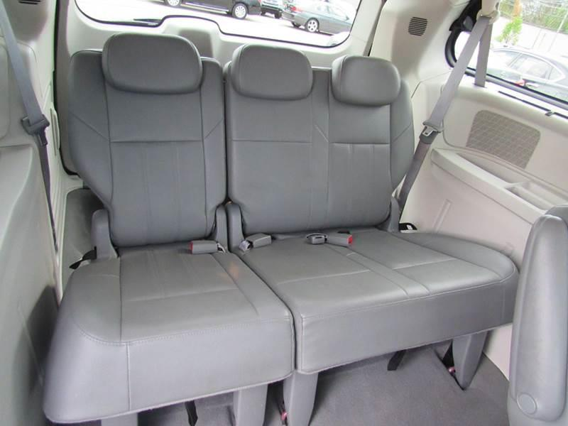 2008 Chrysler Town and Country for sale at Auto House Motors in Downers Grove IL