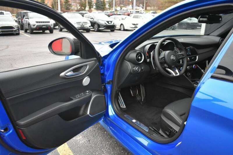 2020 Alfa Romeo Giulia Ti Sport (image 9)