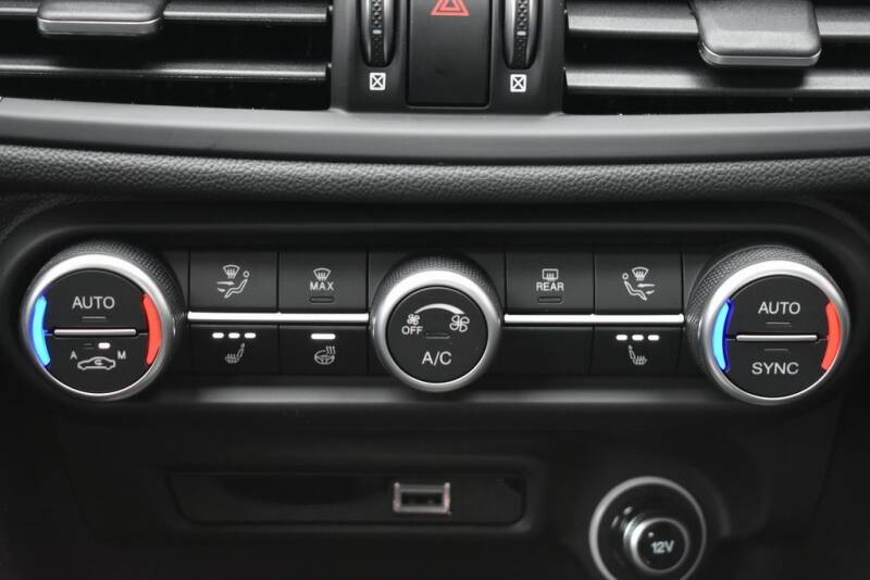 2020 Alfa Romeo Giulia Ti (image 12)