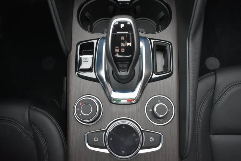 2020 Alfa Romeo Giulia Ti (image 13)