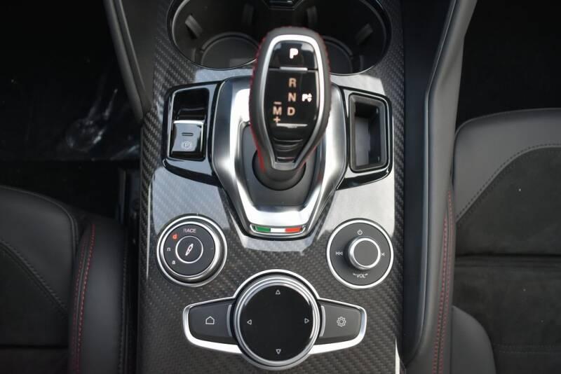 2020 Alfa Romeo Giulia Quadrifoglio (image 14)