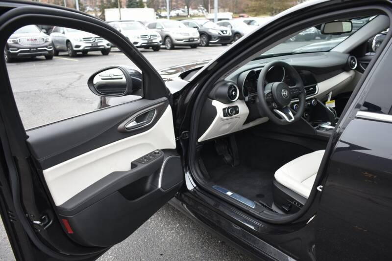 2020 Alfa Romeo Giulia Ti (image 9)