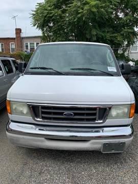 2004 Ford E-Series Wagon for sale in Maspeth, NY