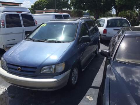 1999 Toyota Sienna for sale in Longwood, FL
