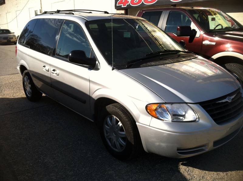2005 Chrysler Town and Country 4dr Mini-Van - Fort Wayne IN