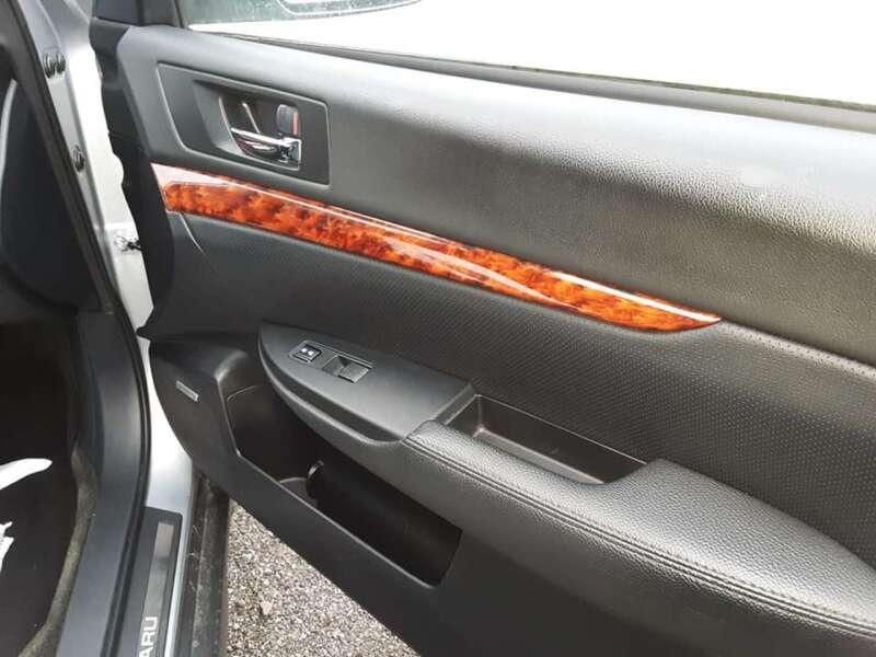 2012 Subaru Outback 2.5i Limited (image 13)