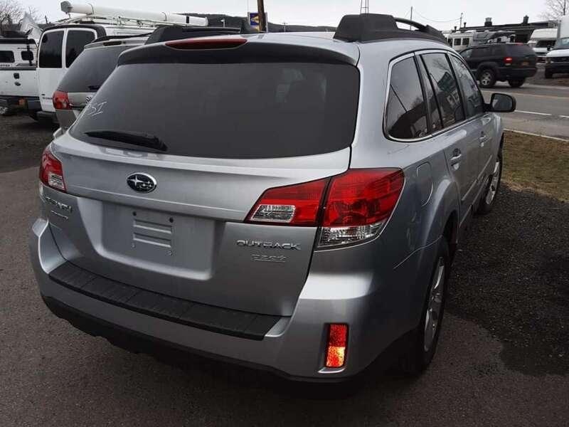 2012 Subaru Outback 2.5i Limited (image 11)