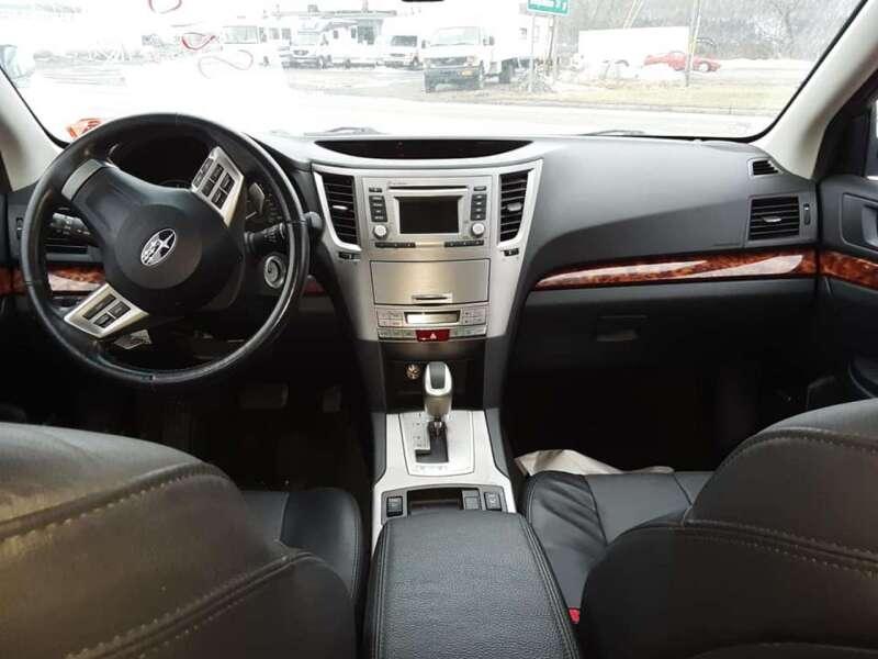 2012 Subaru Outback 2.5i Limited (image 12)