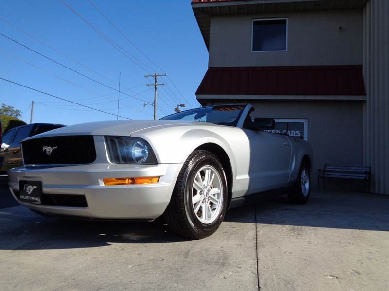 2005 ford mustang v6 deluxe 2dr convertible in. Black Bedroom Furniture Sets. Home Design Ideas