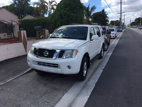 2011 Nissan Pathfinder for sale at Versalles Auto Sales in Hialeah FL