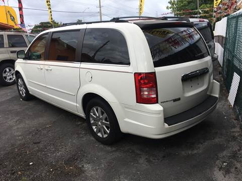 2008 Chrysler Town and Country for sale in Hialeah, FL