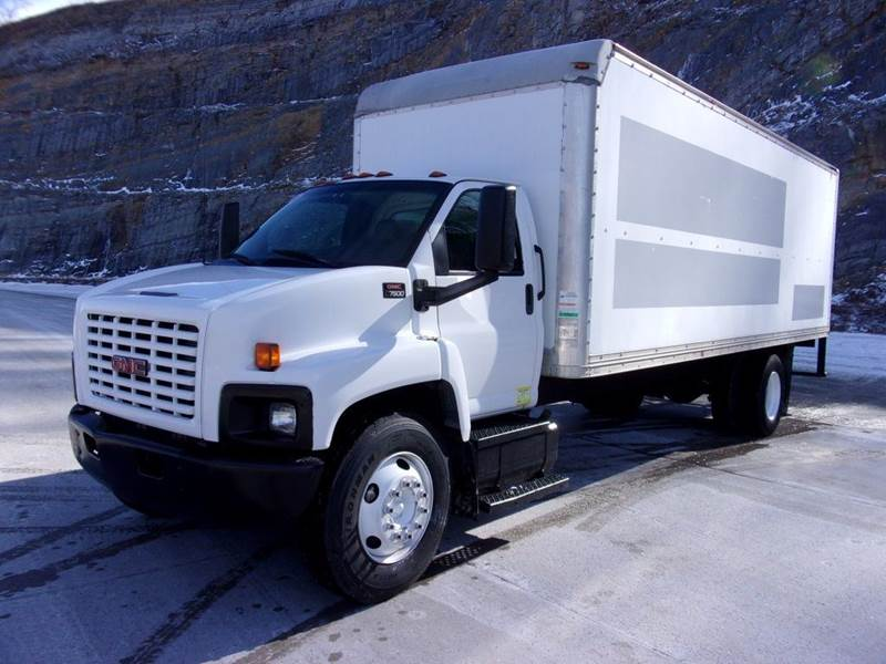 2007 GMC C7500 24ft Box Turck for sale at Mountain Truck Center in Medley WV