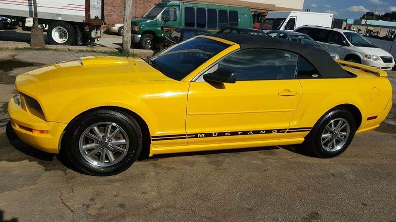 2005 Ford Mustang V6 Premium 2dr Convertible - Valparaiso IN