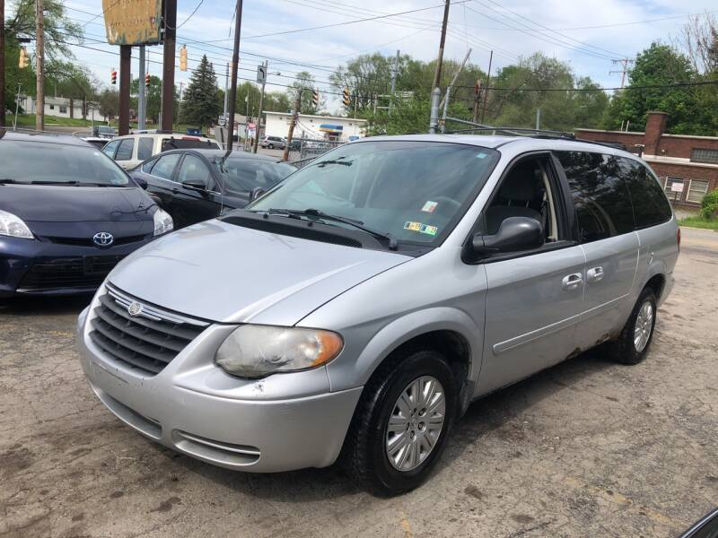 2007 Chrysler Town and Country LX 4dr Extended Mini-Van - Youngstown OH