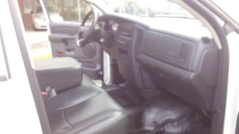 2005 Dodge Ram Pickup 2500 4dr Quad Cab ST 4WD LB - Bellevue OH