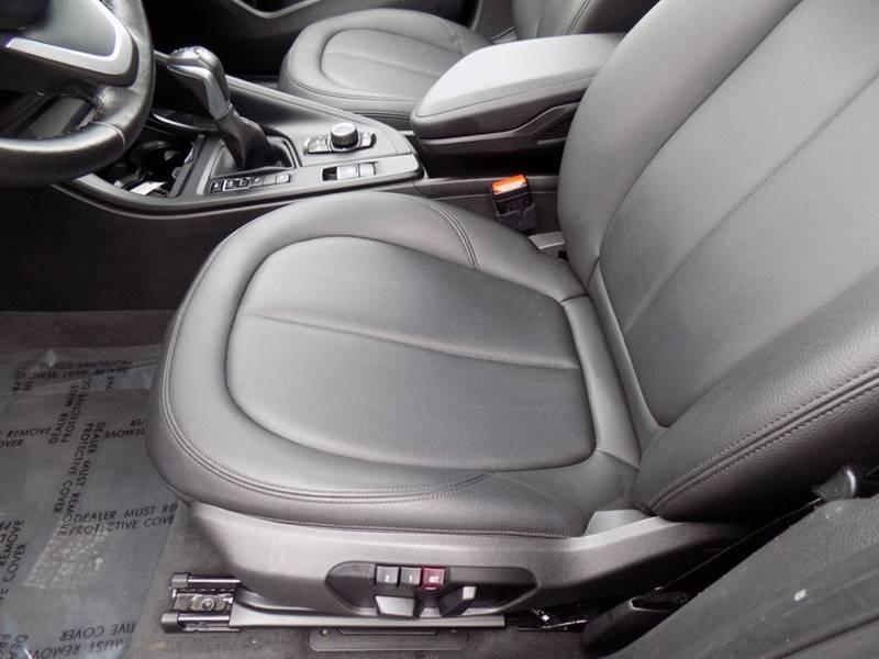 2017 BMW X1 xDrive28i (image 10)