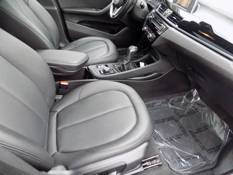 2017 BMW X1 xDrive28i (image 13)