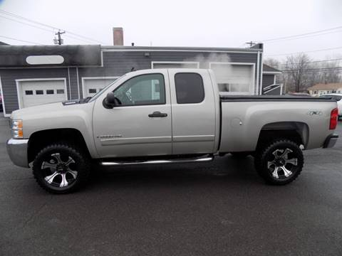 2008 Chevrolet Silverado 2500HD LT1 for sale at 9W AUTO SALES in Saugerties NY