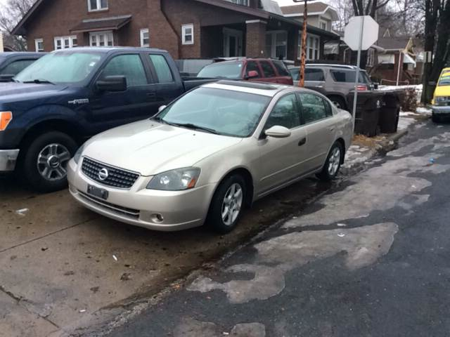 2005 Nissan Altima for sale at Dave's Garage & Auto Sales in East Peoria IL