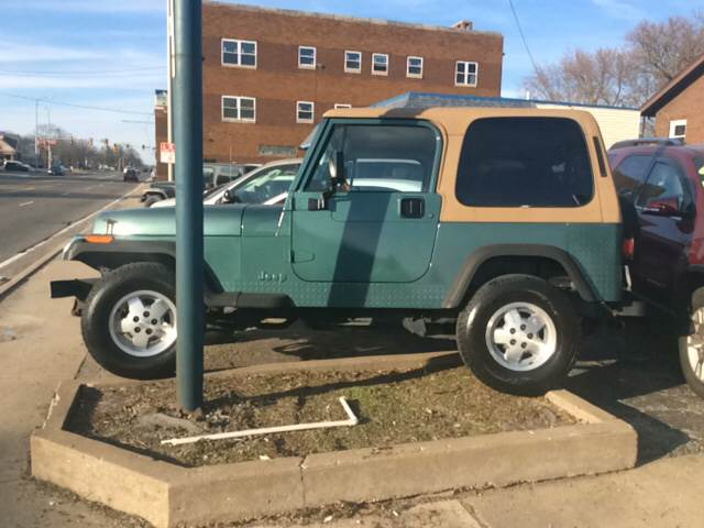 1995 Jeep Wrangler for sale at Dave's Garage & Auto Sales in East Peoria IL