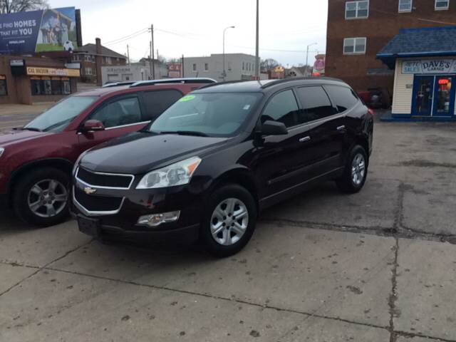 2009 Chevrolet Traverse for sale at Dave's Garage & Auto Sales in East Peoria IL