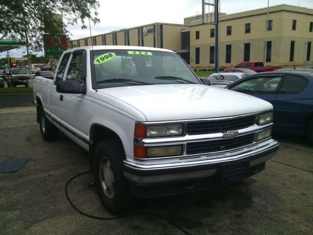 1998 Chevrolet C/K 1500 Series for sale at Dave's Garage & Auto Sales in East Peoria IL