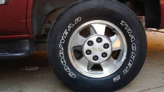 2002 Chevrolet Tahoe LS 2WD 4dr SUV - Peoria IL
