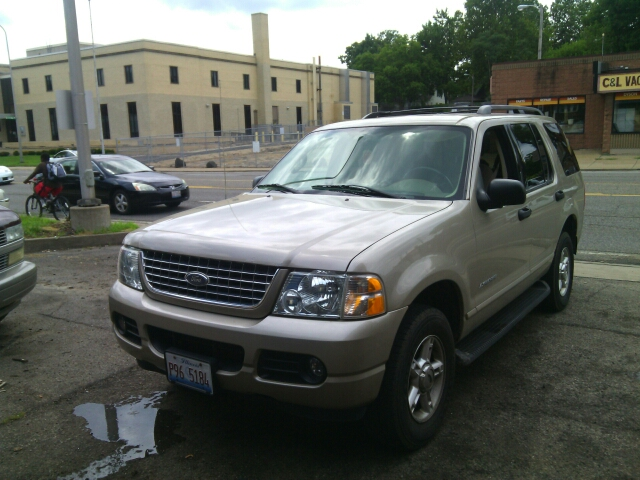 2004 Ford Explorer for sale at Dave's Garage & Auto Sales in East Peoria IL