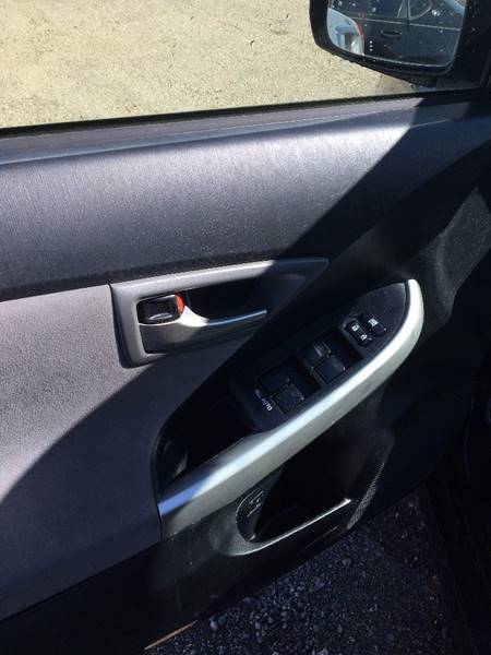 2013 Toyota Prius Four (image 10)